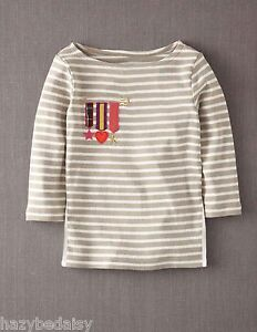 Mini-Boden-top-girls-cotton-applique-t-shirt-medals-breton-beige-stripe