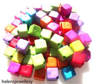 Rationnel Acrylique Mélangées De 25 Magnifiques Carré Coloré 10mm Perles + Fast Livraison Gratuite-afficher Le Titre D'origine