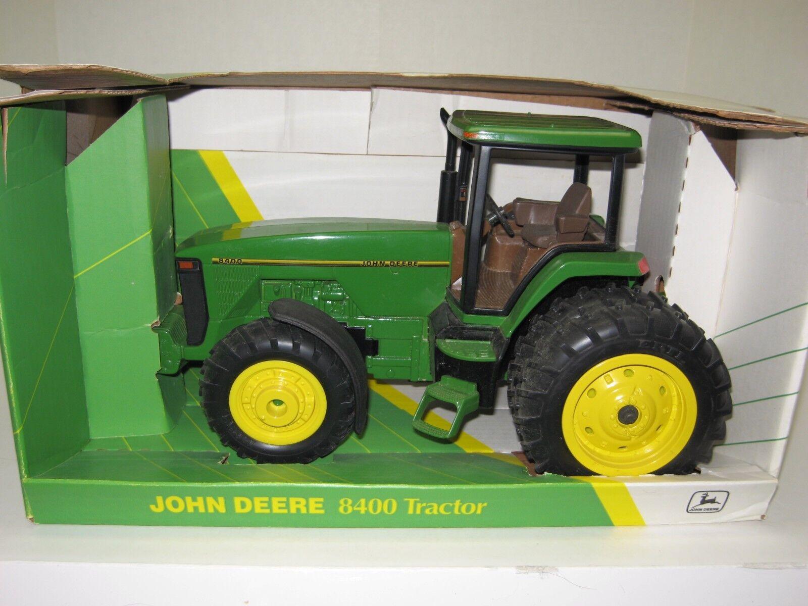 1 16 JOHN DEERE 8400 MFWD COLLECTOR EDITION w DUALS NIB free shipping