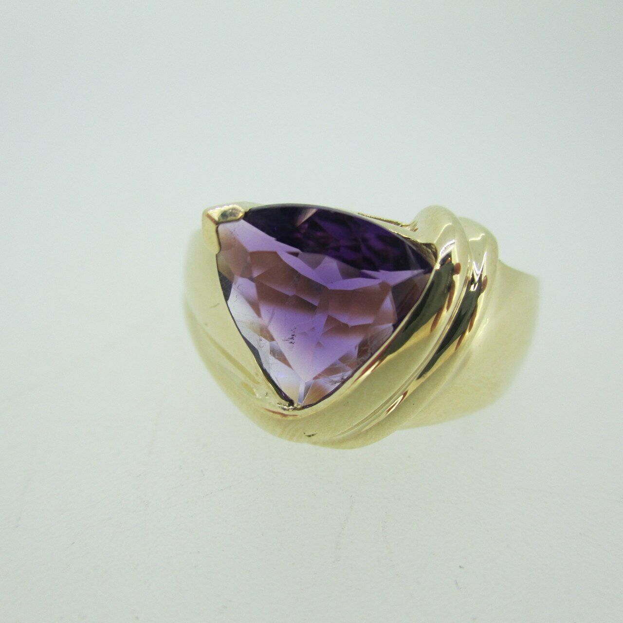 10k Yellow gold Trillion Cut Amethyst Fashion Ring Size 7 1 4