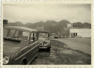 PHOTO-ANCIENNE-VINTAGE-SNAPSHOT-VOITURE-2CV-CITROEN-STATION-SERVICE-CAR