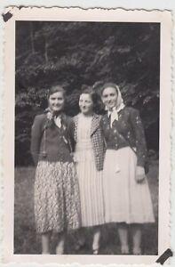(f17292) Orig. Photo Jeunes Femmes En Plein Air Chez Attirer Moulin 1938-afficher Le Titre D'origine à Distribuer Partout Dans Le Monde
