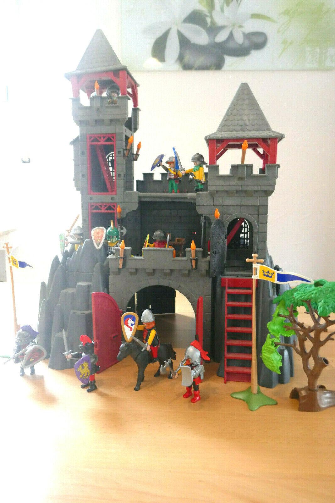 Playmobil Ritterburg mit 10 Rittern und diversen Beigaben