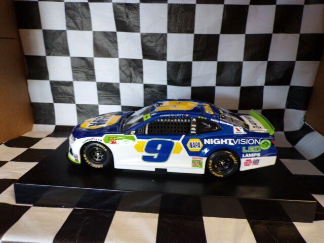 Lionel Racing Chase Elliott 2019 NAPA Nightvision 1:24