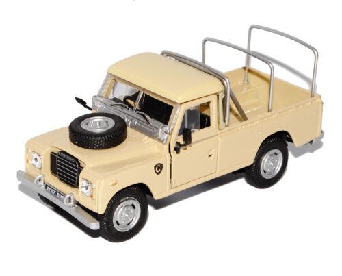 Land Rover Defender Series III 109 Pick-Up Beige Safari 1//43 Cararama Modell A..