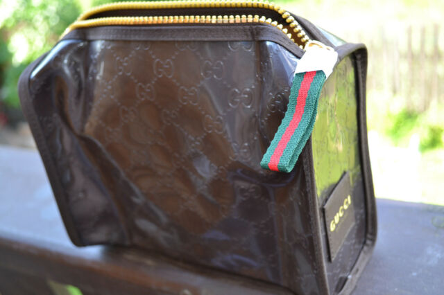 15b3d0901e1 Gucci Parfums Bag Make-up Shaving Wash Cosmetic -XMAS 12 Gift Container ( pouch