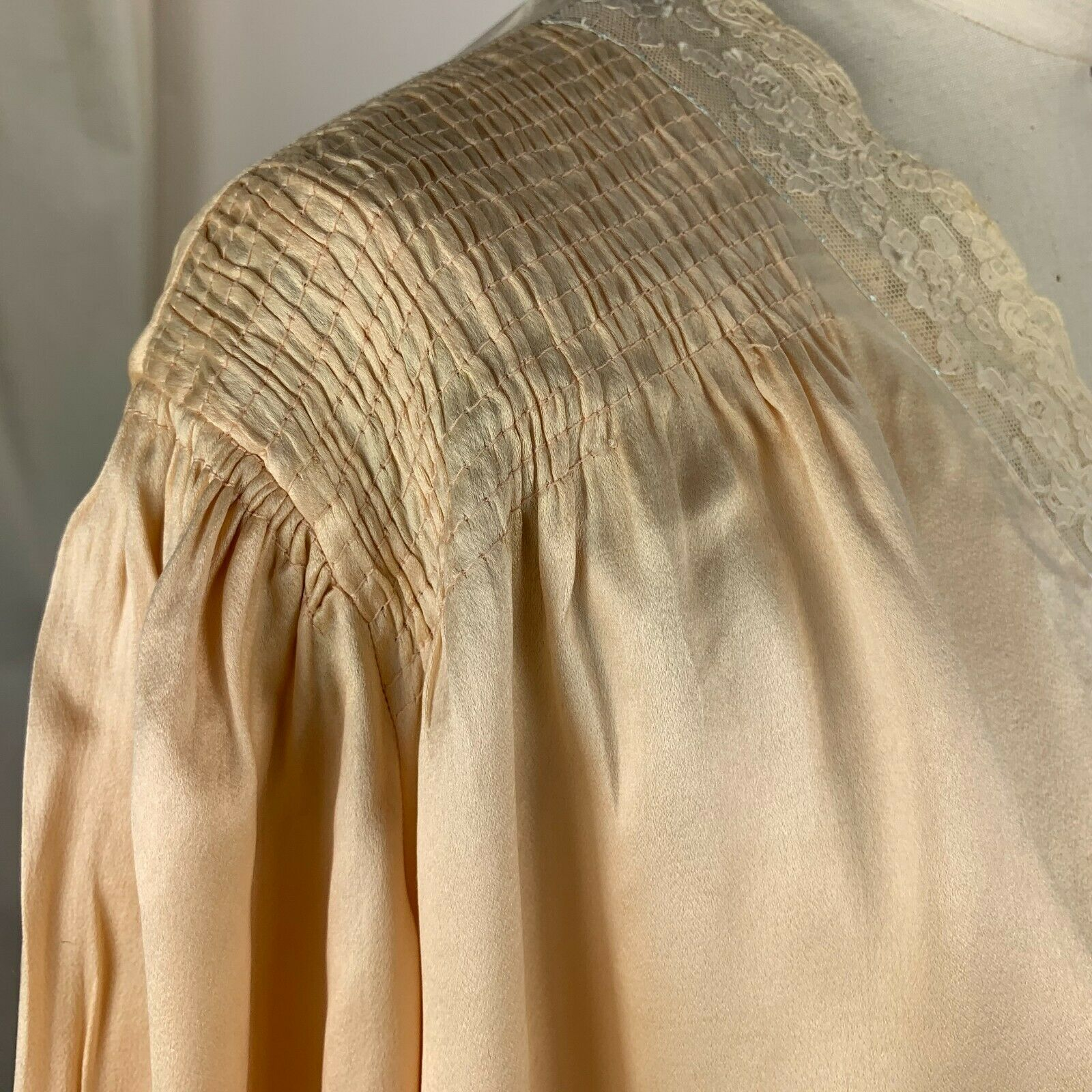 1930s rich silk bed jacket - image 4