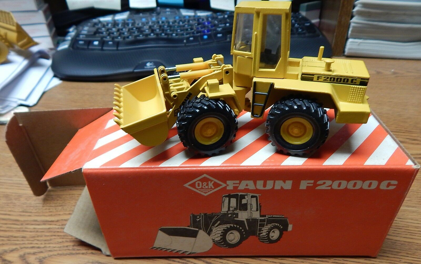 NZG O&K  192 FAUN F 2000 C WHEEL LOADER NEW IN BOX 1 50 SCALE LQQK