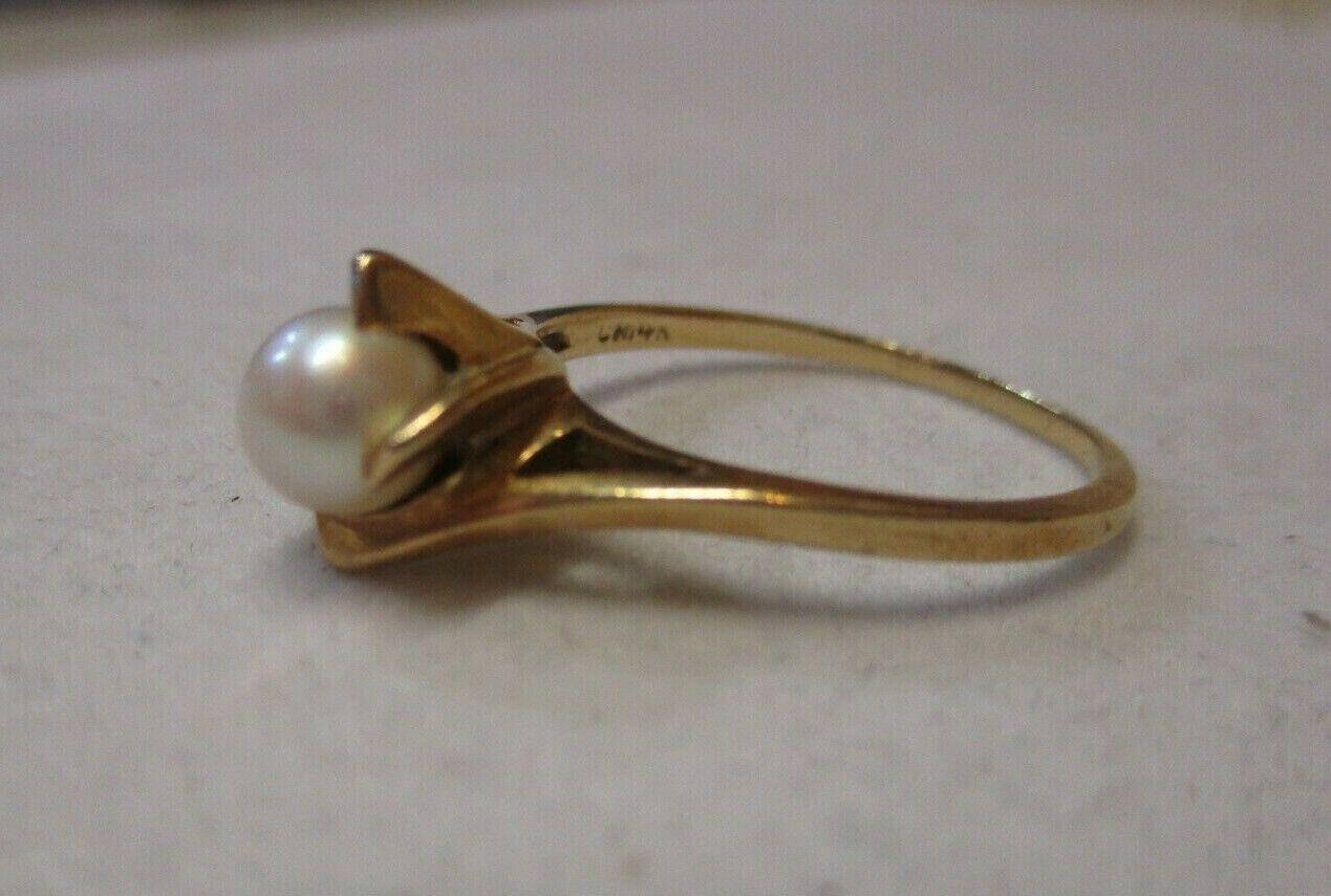 14K Yellow Gold Pearl Solitaire Ring Size 7.5 - image 4