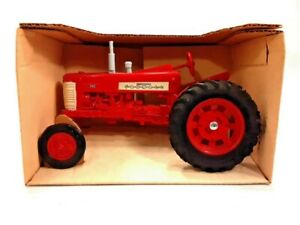 Vintage-1985-ERTL-Farmall-350-Tractor-1-16-Scale-Brand-New-Original-Packaging