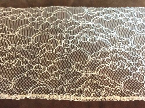 White Net  Web Design Lace Trim    4 1//2 inches wide    1 yard