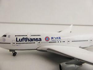 LUFTHANSA-Boeing-747-400-FC-BAYERN-Muenchen-China-Tour-1-500-Herpa-528306-747