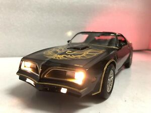 034-Smokey-and-the-Bandit-034-1977-Pontiac-Firebird-Trans-Am-1-18-with-WORKING-LIGHTS