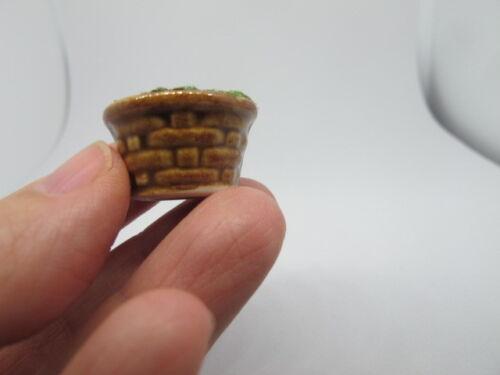 2 miniature brut en céramique marron pot herbe Rempli Motif Tissé Dollhouse PT16