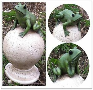Resin-Green-Frog-on-Knoll-Post-Ornament-Home-or-Garden-11-x-11-x-18cm-WC4