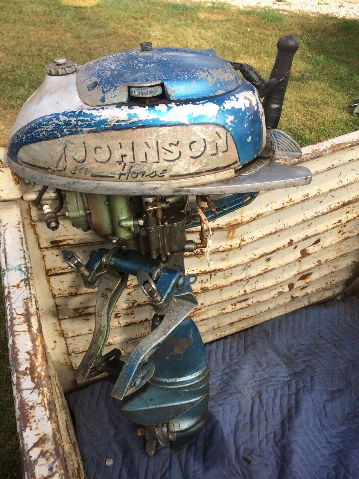 VINTAGE JOHNSON SEAHORSE TN-20 OUTBOARD  - blueE