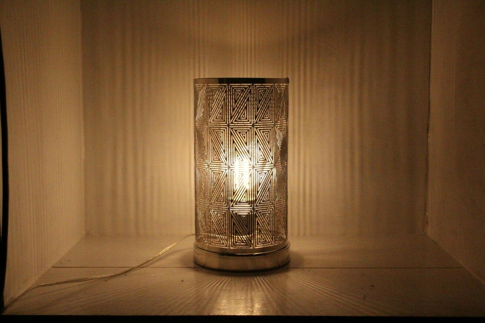 Stunning Table Lamp Geometric Style lantern Touch Lamp adds Flair to any Room