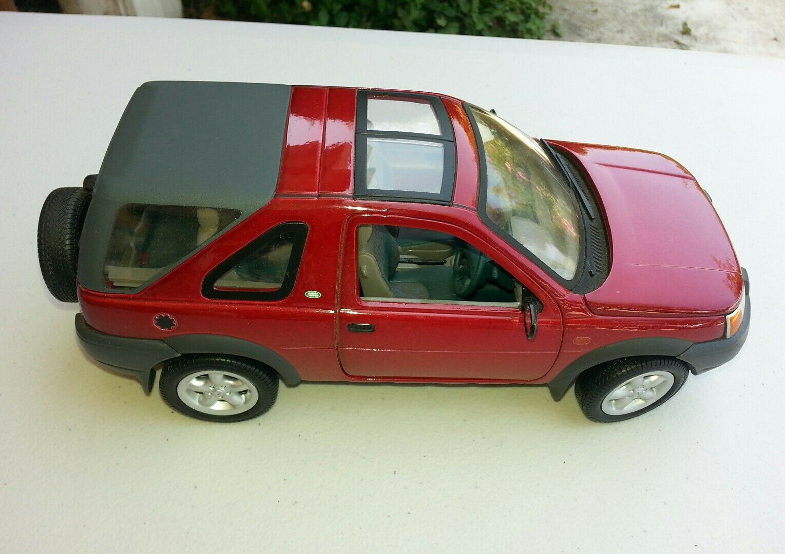 Diecast 1/18 model vehicle Land Rover Freelander in rosso by Ertl
