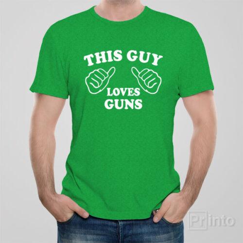 Funny men/'s unisex T-shirt THIS GUY LOVES GUNS shooting gun