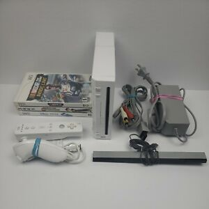 Nintendo Wii Console White RVL-001 (GameCube Compatible) Bundle Tested W/3 Games