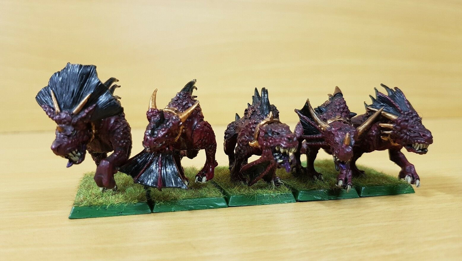 Chaos Daemons 5 x Flesh hounds of Khorne well painted metal models (a) OOP
