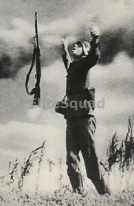 WW2-Photo-Picture-German-soldier-has-been-hit-by-the-enemy-fire-while-attack-356