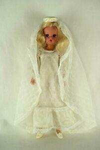 Pedigree-Sindy-blonde-hair-Active-hard-head-doll-in-Beautiful-Bride-70-039-s