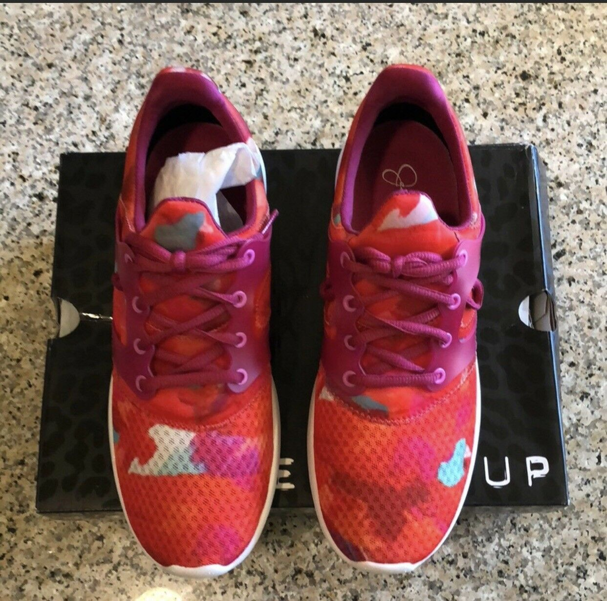 Jessica Simpson The Warm Up Sneakers Size 9 Women Never Worn Pink with splashes