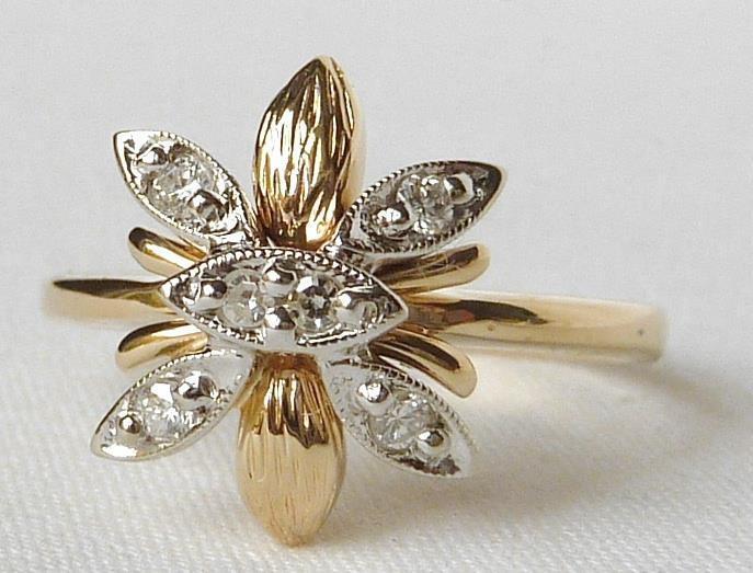 Pretty Vintage 14k gold 2 Tone Designer Diamond Butterfly or Flower RingSz 6.25