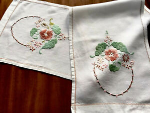 VINTAGE-HAND-EMBROIDERED-Off-White-LINEN-TABLE-Runner-Cloth-42x10-5-Inches