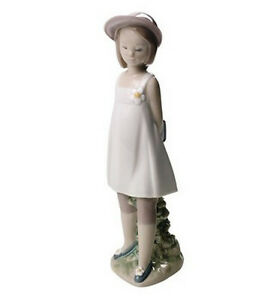 NAO-BY-LLADRO-034-MY-FAVORITE-BOOK-034-1667-MINT-amp-REDUCED