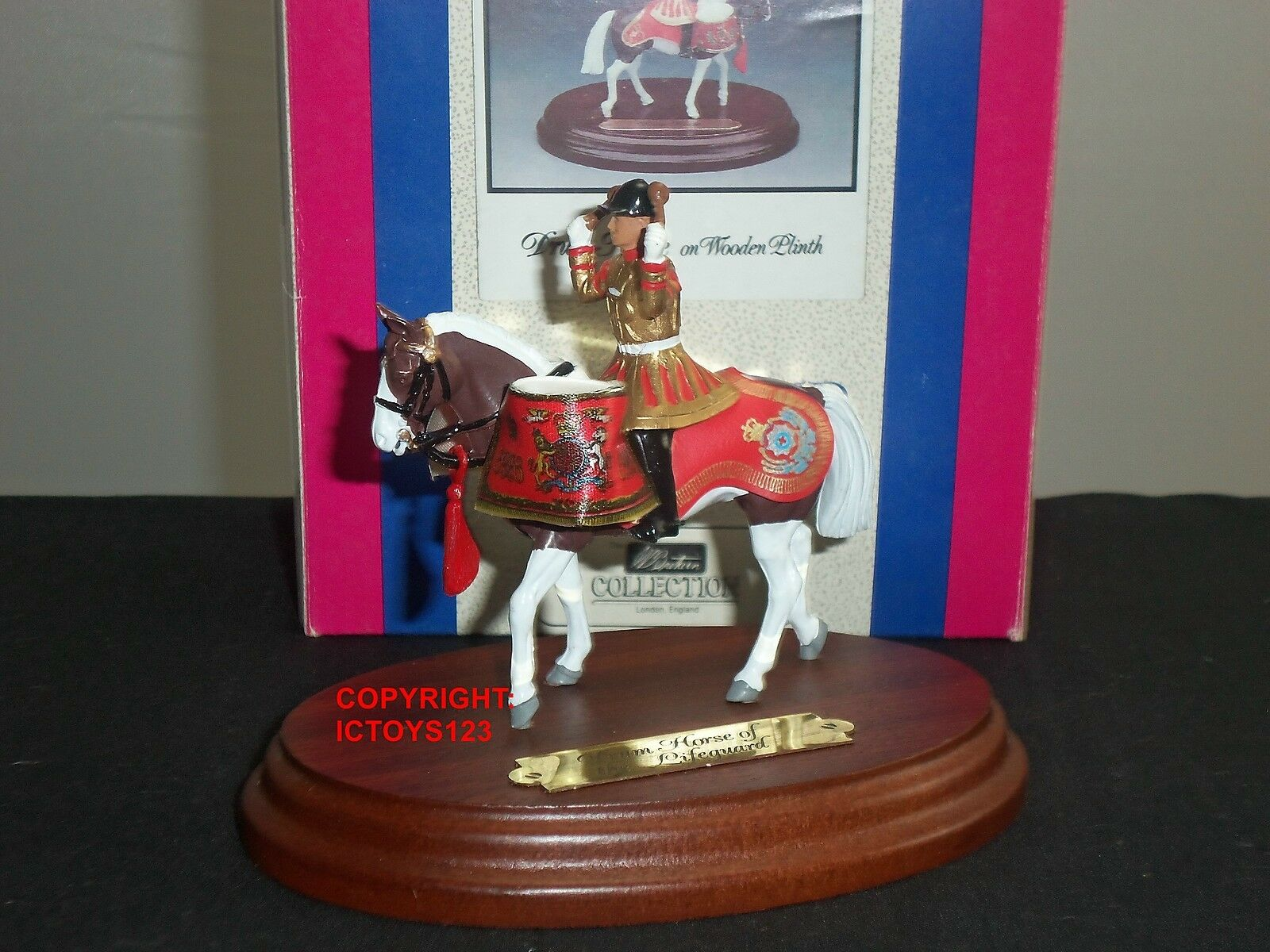 BRITAINS 8105 LIFEGUARDS BAND DRUM HORSE ON WOODEN PLINTH TOY SOLDIER FIGURE SET