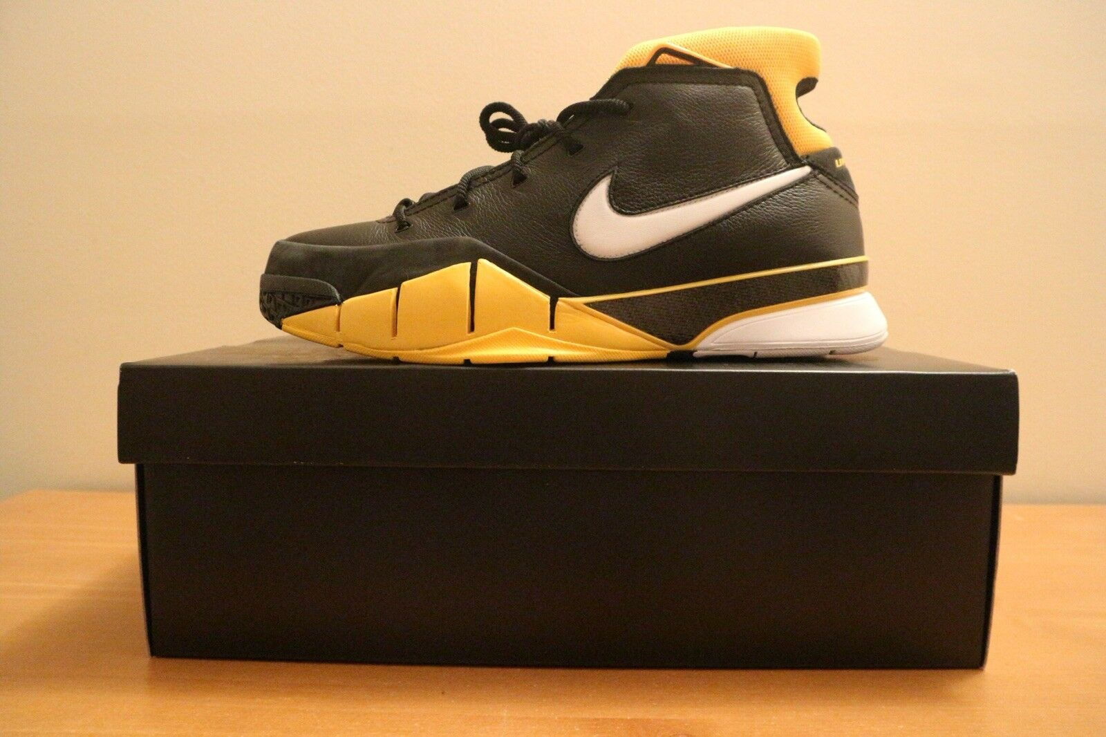 2018 Nike Kobe 1 Protro Black Yellow Sz10.5