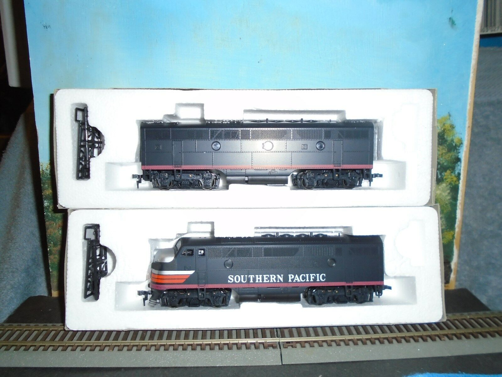 STEWART HOBBIES HO SCALE  8215 F3A B PHASE l l LOW FANS SOUTHERN PACIFIC