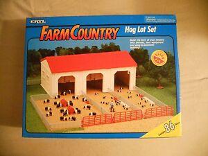 Ertl Farm Country Toy Machines Hog Pig Lot Building Barn