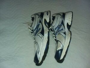 New Balance Hombre Zapatos Atléticos New Balance 775 | eBay