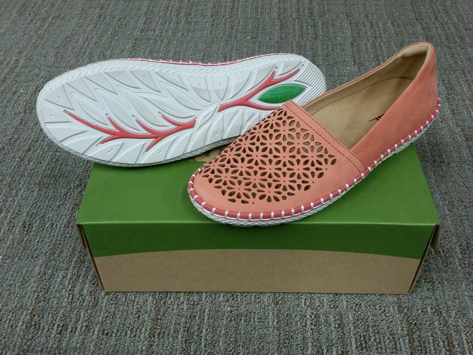 NIB Earth Coral Artemis 601757 Coral Earth Perforated Pelle Slip On Size 8.5 a44b54