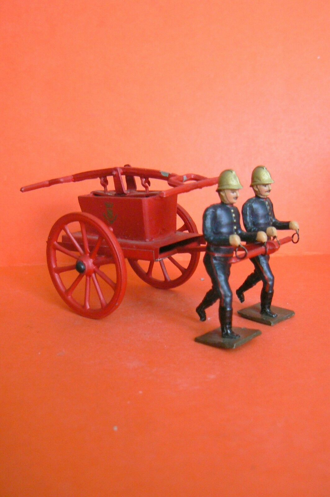 CBG MIGNOT OLD   FIREFIGHTERS PARIS   REEL AND ITS 2 FIREFIGHTERS