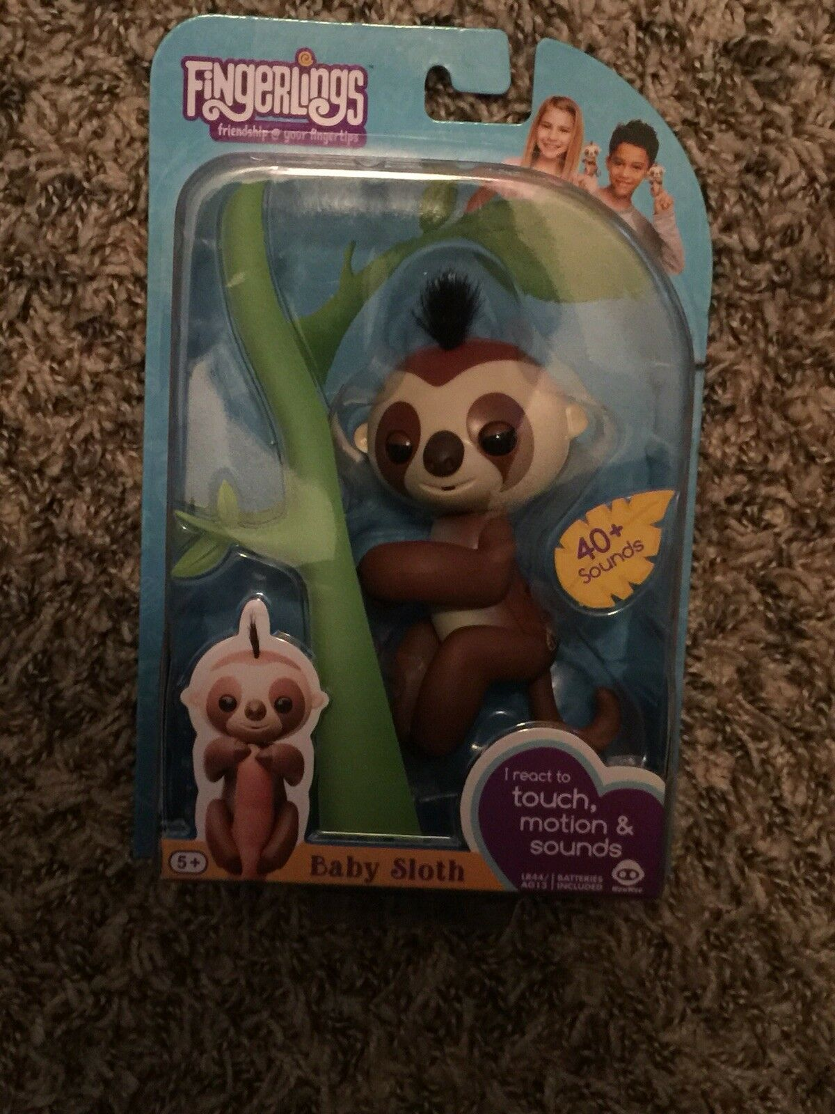 WowWee WowWee WowWee Fingerlings Interactive Baby Sloth Puppet, Kingsley (Brown) 86234e