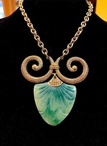 RARE-CROWN-TRIFARI-NECKLACE-JADE-LUCITE-EGYPTIAN-REVIVAL-RAM-HORN-AMULET-PENDANT
