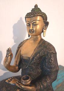 Besonders feine Buddha Statue mit filigranem Gewand Bronze 7,4 Kilo aus NEPAL