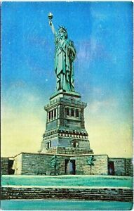 Statue-of-Liberty-Metalite-New-York-City-1930s-Postcard-Gemloid-M-104