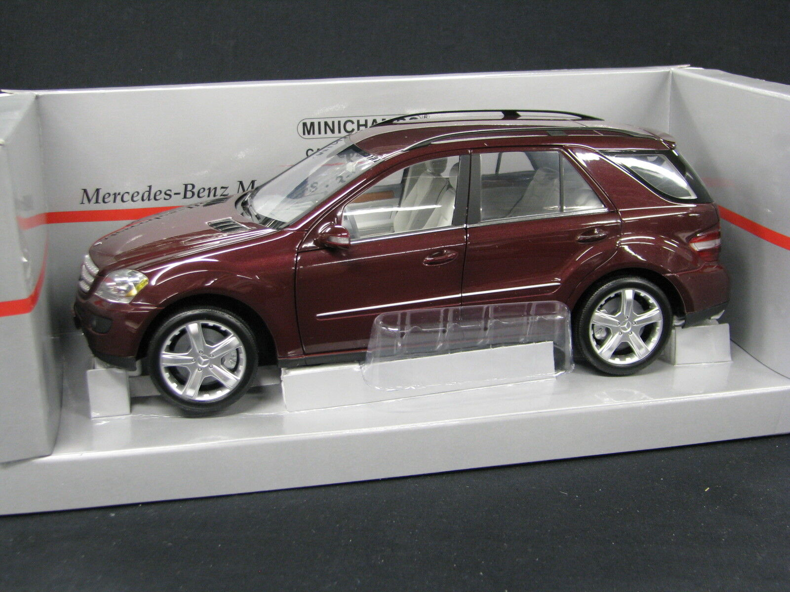 Minichamps Mercedes-Benz M-Class 2005 1 18 rouge Metallic (JS)