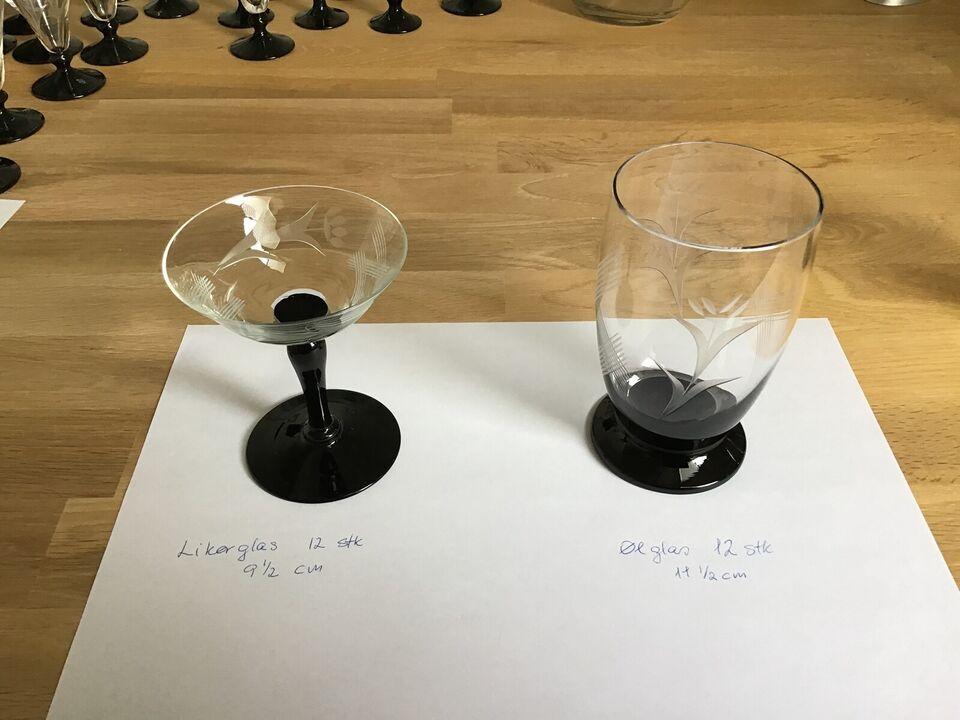 Glas, Vinglas på sort fod