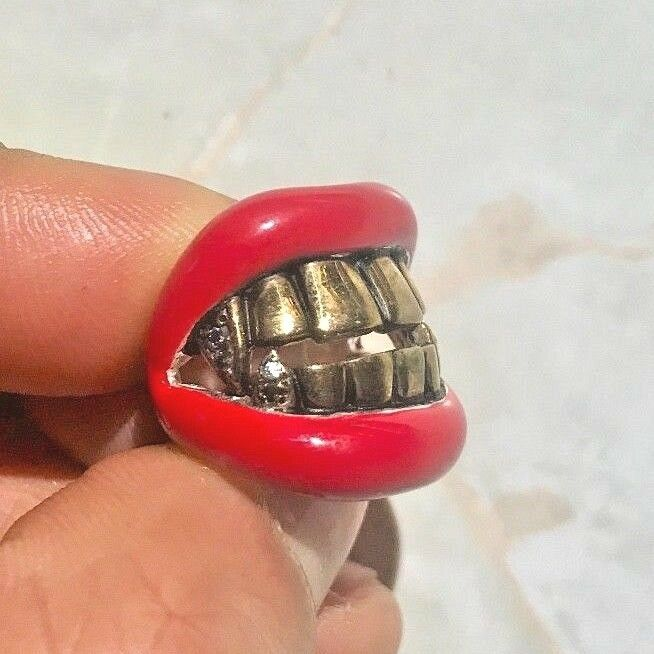 Designer Red Lips gold Grill Cz Fang Teeth Bling Bling Hip Hop Rap Tattoo Goth