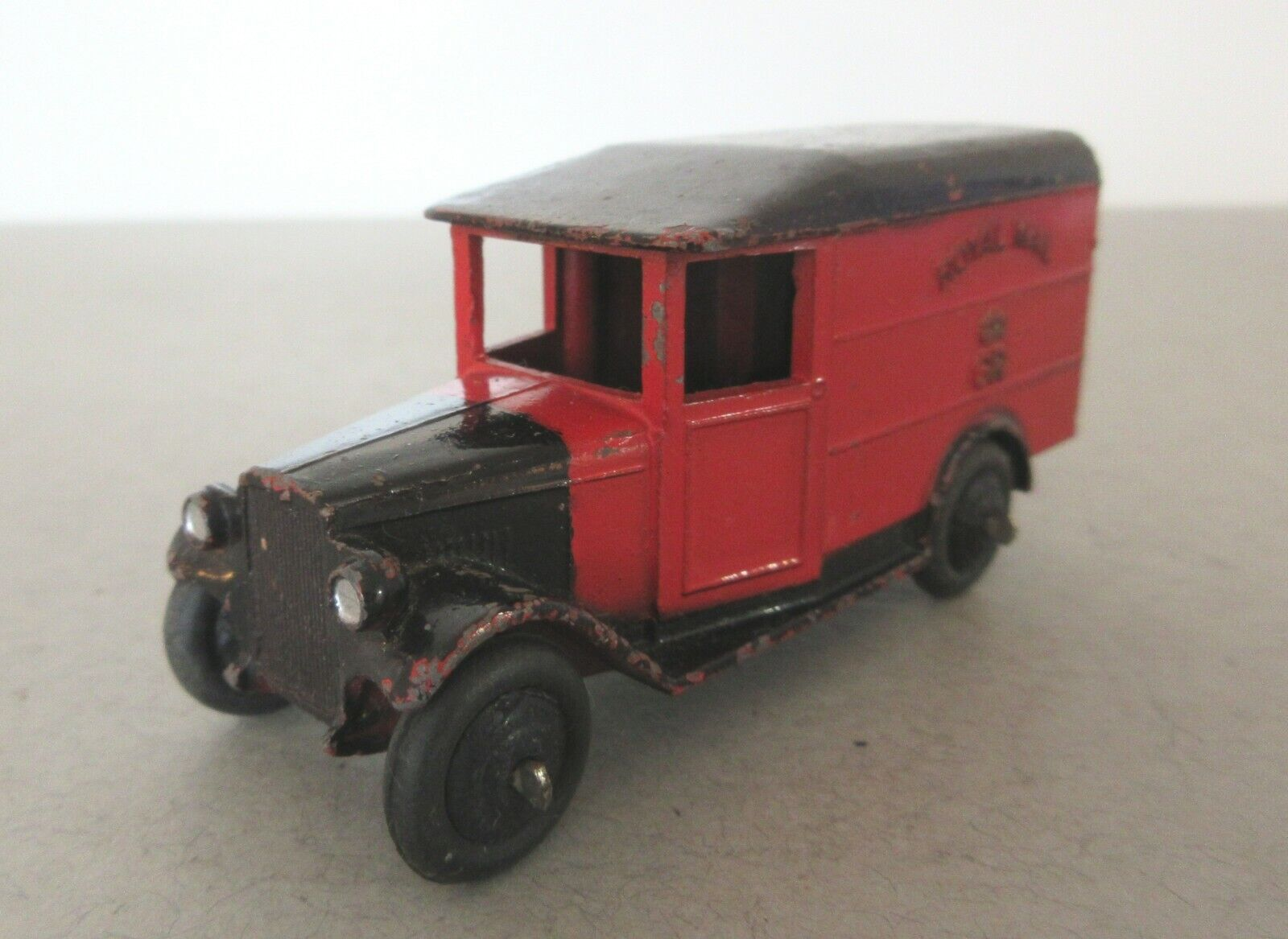 Dinky Toys 1930's Morris Royal Mail Van - Dinky Toys Commercial - Open Window