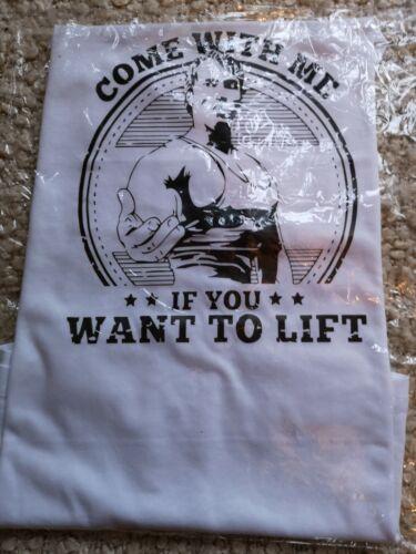 Men/'s fitness White Brand new UK XL Muscleguys gym-Golds style//Arnold logo vest