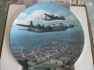 STIRLING-OVER-KINGS-COLLEGE-CAMBRIDGE-ROYAL-DOULTON-COLLECTOR-039-S-PLATE
