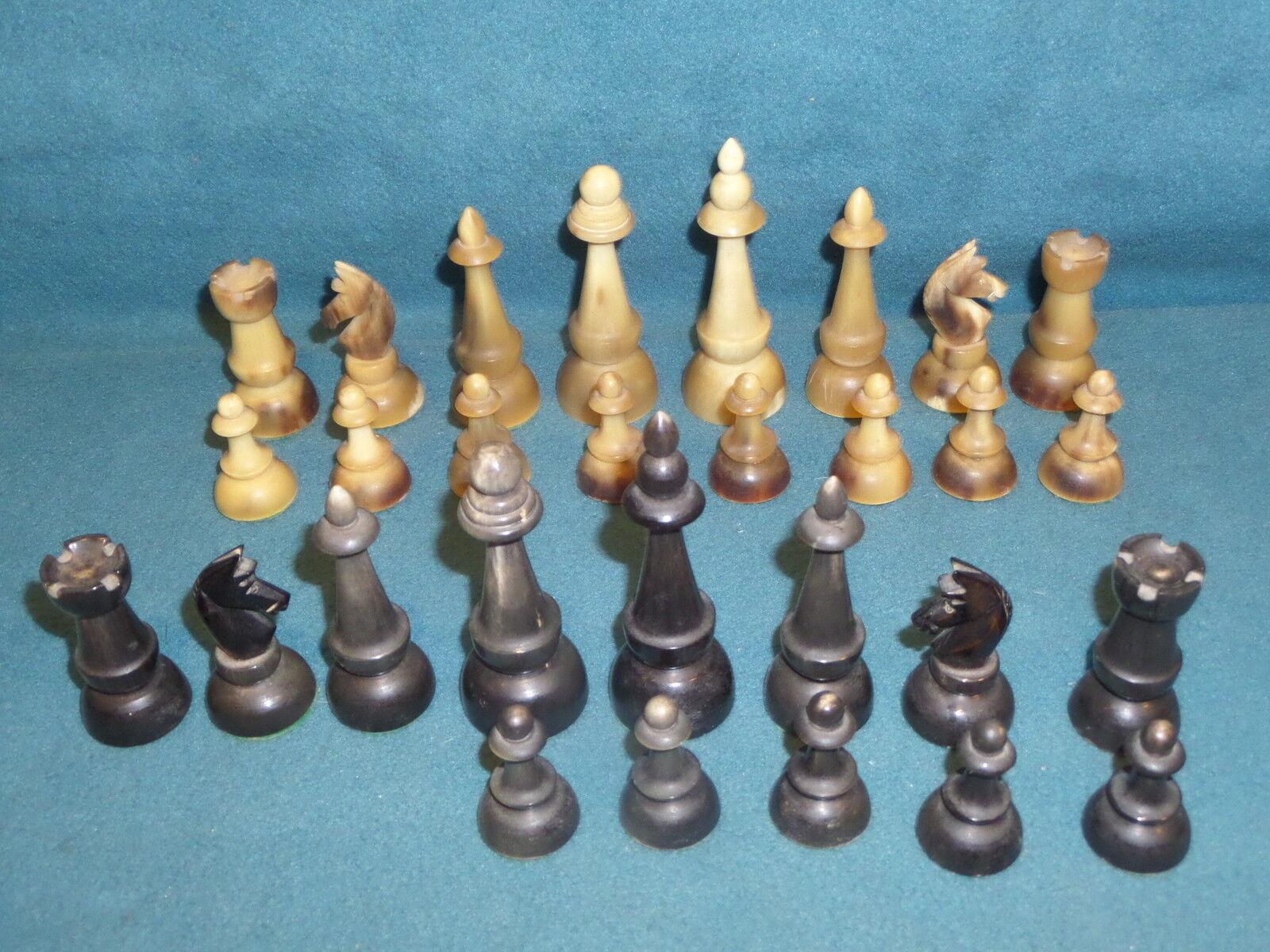 giocoS  VINTAGE CHESS SET PLASTIC VERY HARD PLASTIC OR HORN  goditi il 50% di sconto