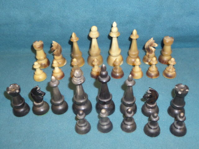 GAMES VINTAGE CHESS SET PLASTIC VERY HARD PLASTIC OR HORN